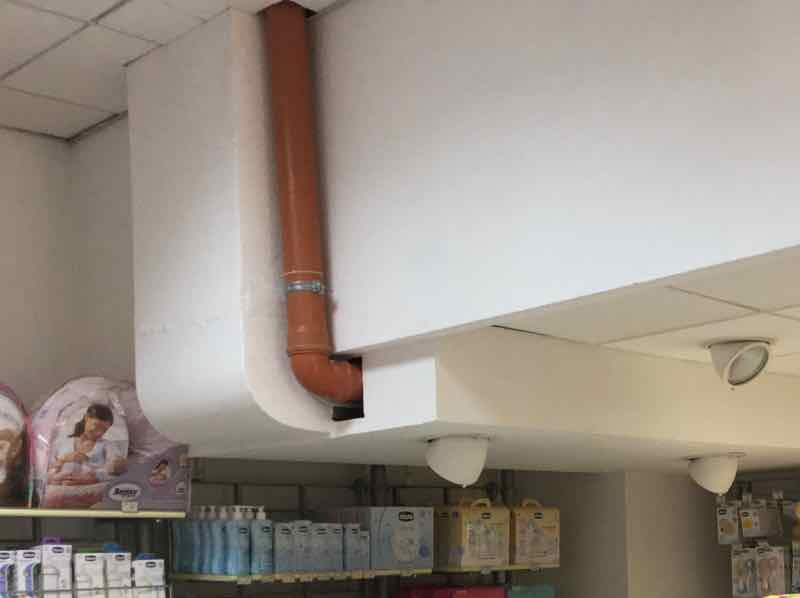 Benevento: mitigazione Radon in negozio - Dettaglio tubo aspirazione 02