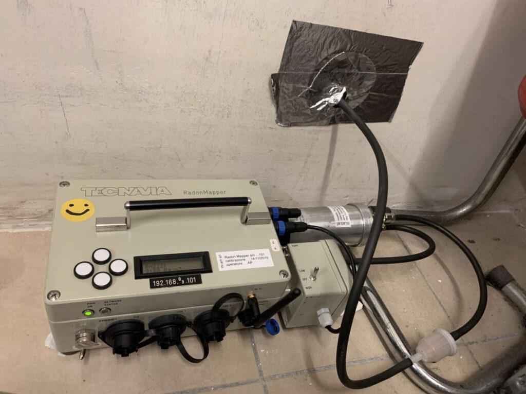 Scintillatore per misurare la concentrazione di gas Radon nel suolo