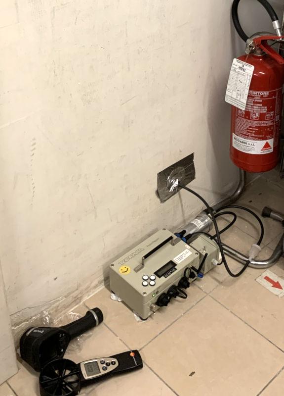 Strumenti per la diagnosi del gas Radon presso magazzino / luogo di lavoro a Roma